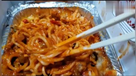 韩国胖哥吃披萨、熏腿、芝士意大利面、烤鸡翅