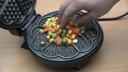 把100颗糖果放进电饼铛里, 糖果最后会是什么下场? 一起见识下!