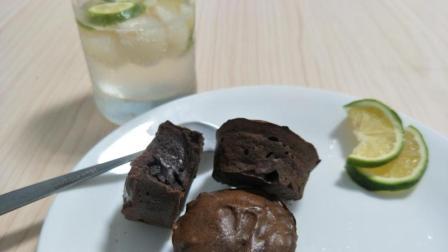 简单版流心巧克力纸杯蛋糕, 搭配荔枝气泡水, 轻轻松松搞定你的下午茶