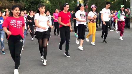 百合曳舞团动感健身舞《囧架架》