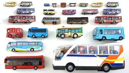 双层巴士和直升机模型玩具