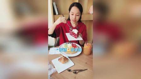 红丝绒蛋糕, 综合水果冰淇淋华夫饼, 牛角包, 招牌鲜果茶