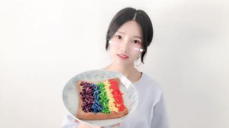 """试吃自制的""""彩虹拉丝面包"""", 轻轻一拉, 就真的看见""""彩虹""""了"""