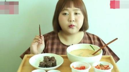 韩国胖妞吃播, 这吃相真难看, 能文明一点么