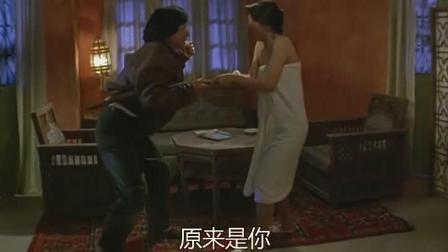 影片: 飞鹰计划  郑裕玲洗澡成龙进屋捉小偷 误认为时流氓被打