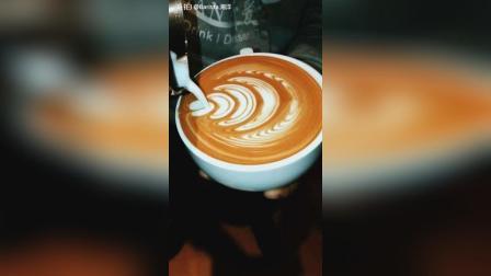 滴~老铁卡! #拿铁咖啡拉花##手工美食#