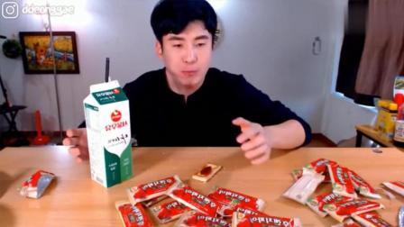 韩国大胃王: 吃播豪放派donkey哥哥吃两大盒果酱夹心饼干喝牛奶