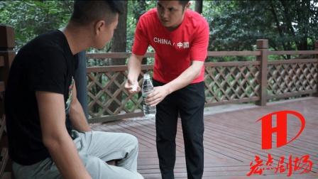 小伙相亲当天, 只因给了一位路人一瓶矿泉水, 促使相亲成功!