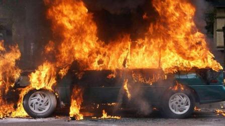 司机们请注意, 夏天哪些东西不能放车上? 发生爆炸就晚了