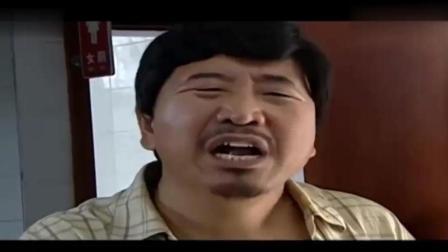 乡亲找刘能退鸡, 刘能为躲避, 竟要进女厕所! 被抓却说: 锻炼身体