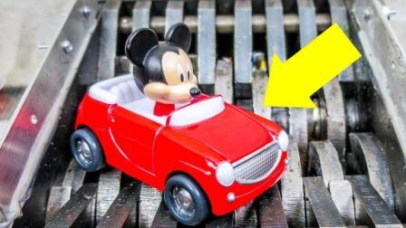 把小汽车玩具扔到碎纸机里, 会发生什么事?