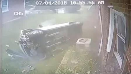 男子称鞋子卡油门 时速130公里狂飙撞上房屋