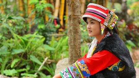 彝族歌曲《回家过年》演唱: 海来阿卓、沙淋 、勒者阿则 、吉瓦拉则, 歌声余音袅袅