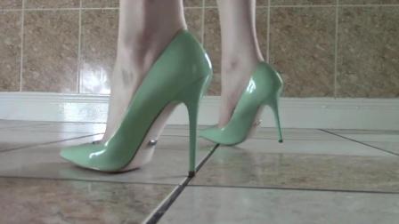 夏天只穿高跟鞋的妹子, 展示她的3双高跟凉鞋!