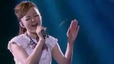 张韶涵翻唱的这首歌直逼原唱, 台下的龚琳娜都看