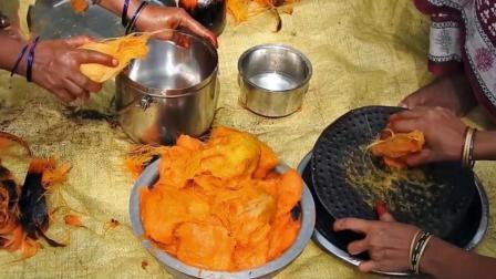 印度人怎样做椰子丝吃? 出锅那一刻, 被彻底征服了!