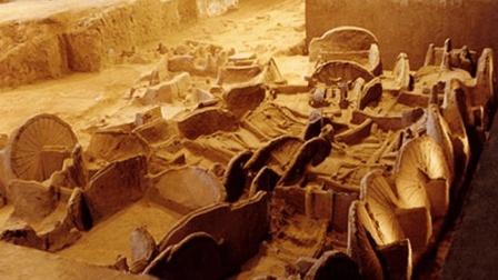 河南一村人集体盗墓, 专家前去阻止, 发现超级大墓!