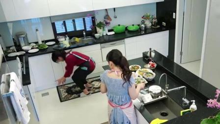 江宏杰训练完回家遭到福原爱和妈妈无视, 二人只顾着做饭
