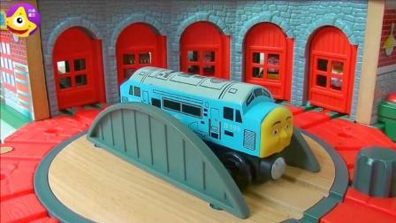 清晨来啦快乘坐托马斯小火车去上班吧 托马斯小火车转运台玩具