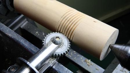 了不起的数控加工技术, 一根木棒放上去, 转几圈价值就翻了几十倍