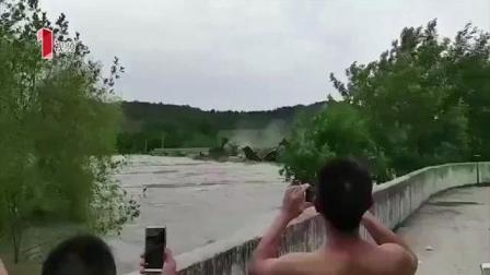 四川遂宁: 洪水冲下船只撞断桥梁 当地政府紧急救援