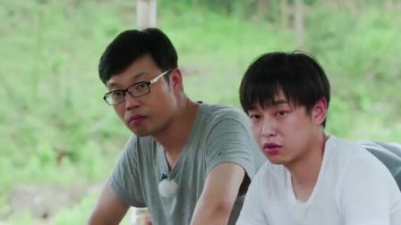 彭昱畅和王迅挨边吃饭, 吃出同款吃态, 吃饱的感觉