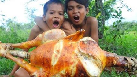 兄弟俩在野外烤鸡, 8斤重的土鸡, 烤起来香喷喷哒, 太美味了