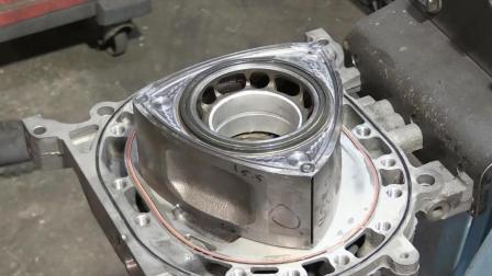 装配马自达13B转子发动机, 零件数量少, 结构原理独特