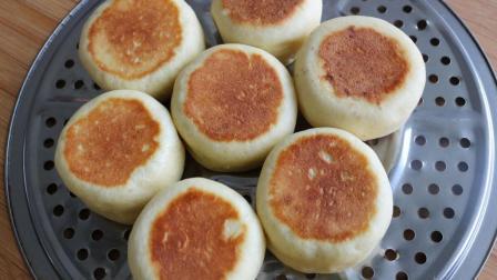 一碗面粉, 两个鸡蛋, 用平底锅做出蓬松喧软的面包, 比买的好吃
