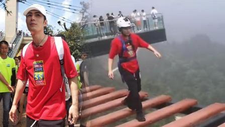 陈学冬现身重庆 高空漫步不怯场