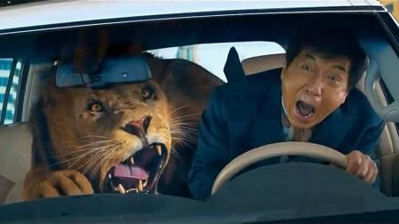 成龙带着狮子在公路上飙车, 大哥一点事没有, 狮子晕车吐了
