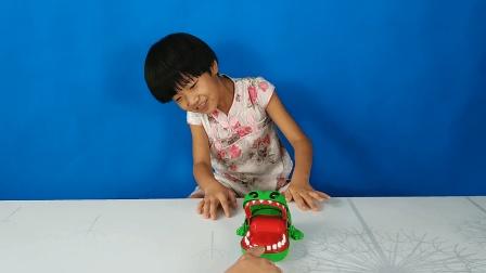 亲子玩具小鳄鱼咬手指, 父女俩玩嗨了!