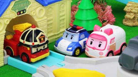 珀利警车救援队帮消防车罗伊搭建训练道