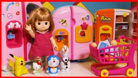 洋娃娃和凯蒂猫玩会出水的玩具冰箱!
