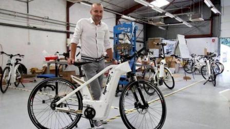 这个自行车不用蹬不用电, 以氢为动力, 只有他们才能用!