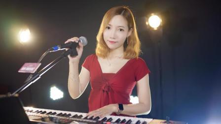 女生弹唱陈淑桦《问》歌声中带着淡淡的忧伤