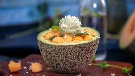 """""""椰子刨冰蜜瓜碗""""自制的特色椰奶哈密瓜冰淇淋, 入口冰凉味道超好"""