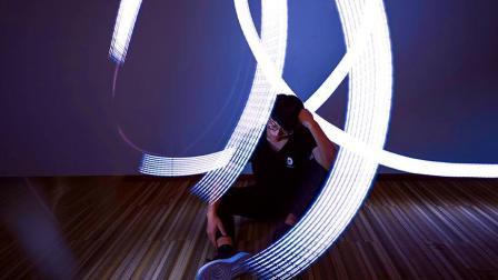 夏日宅家新玩法: 用手机就能拍酷酷的光绘照