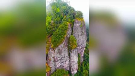 龙虎山风景名胜区位于江西鹰潭市, 距市中心18公里