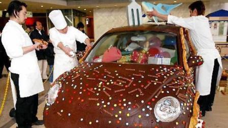 """这个能""""吃""""的汽车, 用300公升巧克力装扮, 只是为庆祝这节日!"""