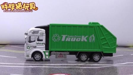 垃圾车玩具视频: 垃圾车工程车合金汽车玩具表演