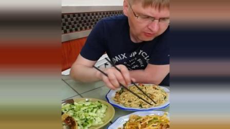 老外在中国, 拿筷子的姿势亮了