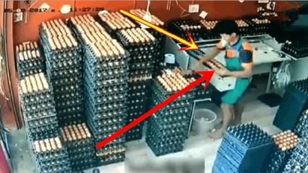 工人正在认真分捡鸡蛋, 突然感觉不对, 还来得及挽回吗?