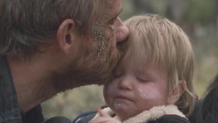 他因病毒感染已经死去, 靠着父爱, 身体依然背着女儿继续前进