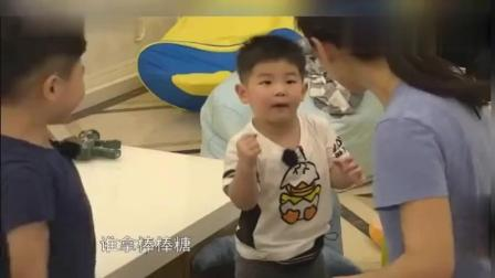 """小鱼儿才2岁多嘴巴跟不上脑子, 胡可耐心充当""""翻译""""好欢乐!"""