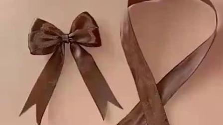 如何用丝带打一个漂亮的双层蝴蝶结? 慢动作教你