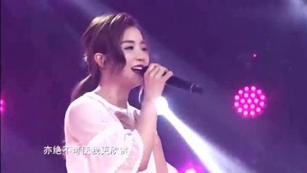 她现场演唱《千千阙歌》不敢说超越陈慧娴, 但歌声相当好听!