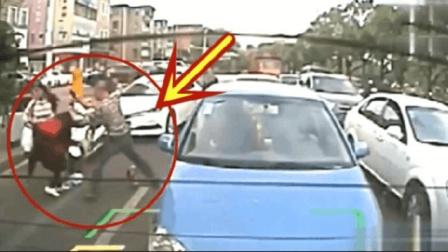 男子下车就打女司机, 真是自作孽不可活