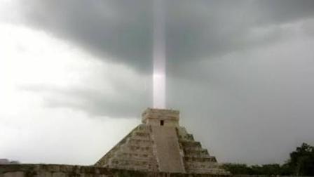 玛雅神庙出现神秘轴状光束