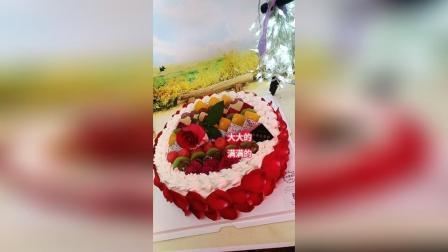 玫瑰花瓣水果蛋糕是这样做的哦